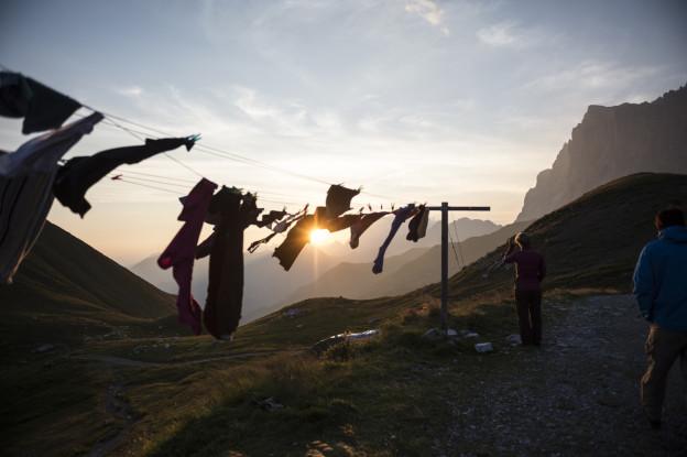 Der Sonnenuntergang vor der SAC-Hütte Carschina.