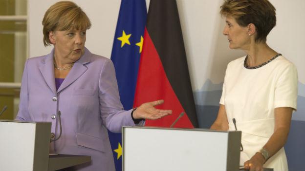 Angela Merkel trifft bei ihrem Besuch in der Schweiz Bundesrätin Simonetta Sommaruga..