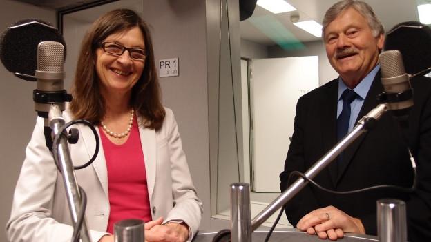 SP-Nationalrätin Silvia Schenker (BS) und SVP-Nationalrat Hans Fehr (ZH) im Radiostudio Bern.