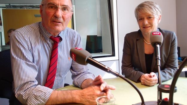 SP-Nationalrätin Jacqueline Fehr (rechts) und FDP-Ständerat Felix Gutzwiller ziehen im Medienzentrum Bundeshaus Bilanz.