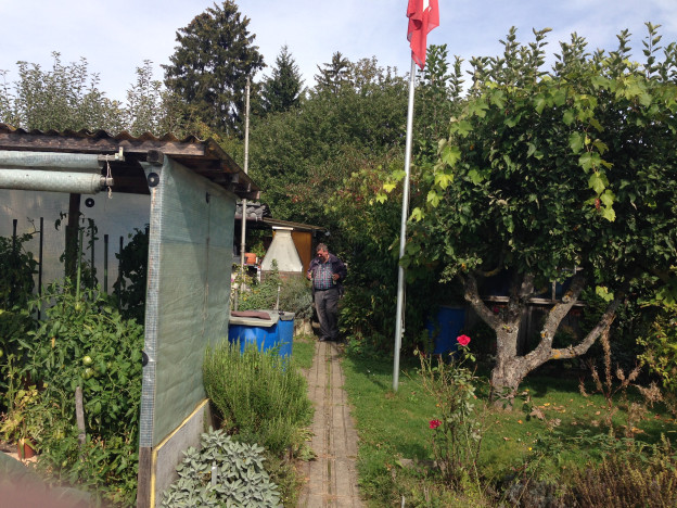 Schrebergärtner Heinz Nauer in seinem Garten.