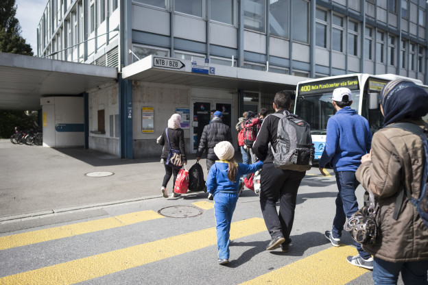 Flüchtlinge kommen an der Grenzstation im st. gallischen Buchs an.