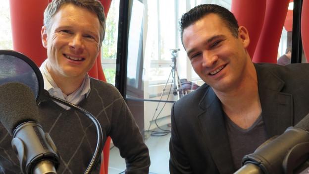 Die neugewählten Nationalräte (v.l.) Jonas Fricker (Grüne/AG) und Marcel Dobler (FDP/SG) im Radiostudio Zürich.