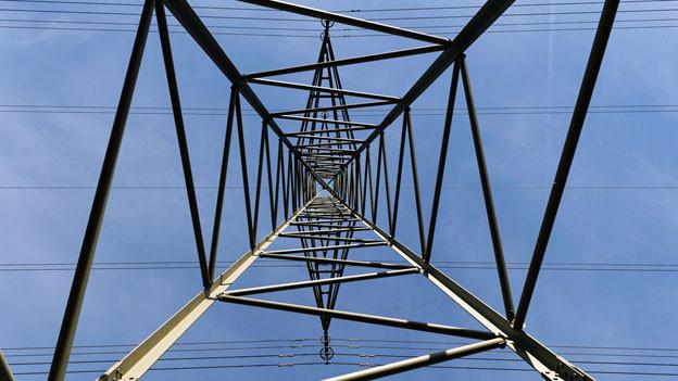 Der Schweizer Strommarkt wird nicht vor 2020 vollständig geöffnet. Strommast in Haldenstein. Symbolbild.