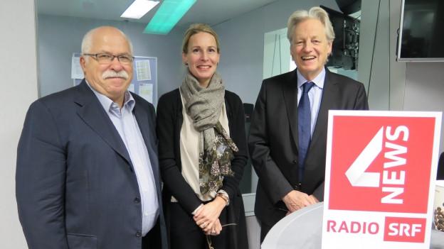 Auf dem Bild sind die Gäste der Freitagsrunde zu sehen: Unternehmer und Ex-Politiker Lieni Füglistaller, Politik-Philosophin Katja Gentinetta und Publizist Thomas Held.