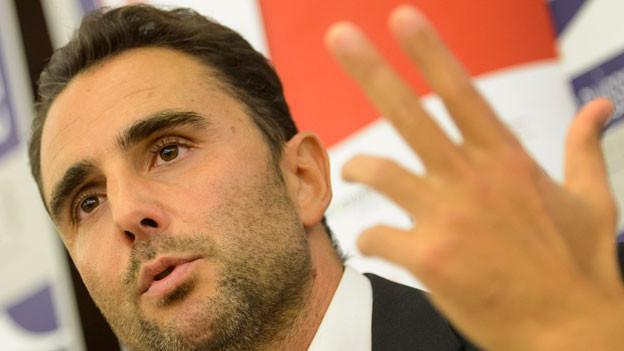 Haft wegen Wirtschaftsspionage. Von weiteren Vorwürfen, darunter Verletzung des Geschäftsgeheimnisses, wurde Hervé Falciani freigesprochen.
