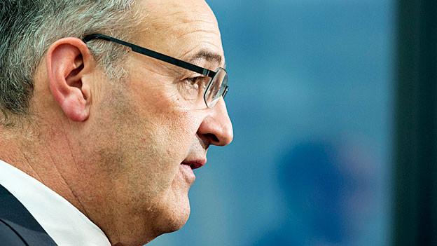 Guy Parmelin. Porträtbild im Profil von rechts.