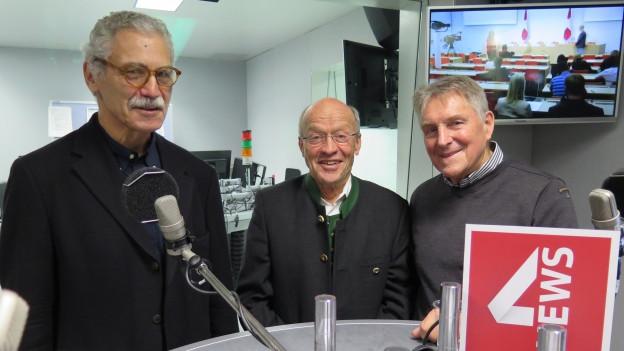 Zu sehen sind von links nach rechts Oswald Sigg, Hans Geiger und Ruedi Aeschbacher.