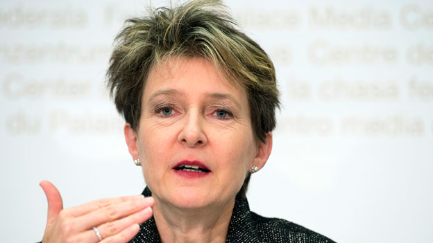Bundesrätin Simonetta Sommaruga. Der Bundesrat setzt eine Höchstzahl fest, wie viele EU-Bürgerinnen und -Bürger jährlich in die Schweiz einwandern dürfen.