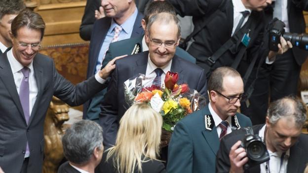 Der Waadtländer Guy Parmelin wird als neuer Bundesrat gefeiert.