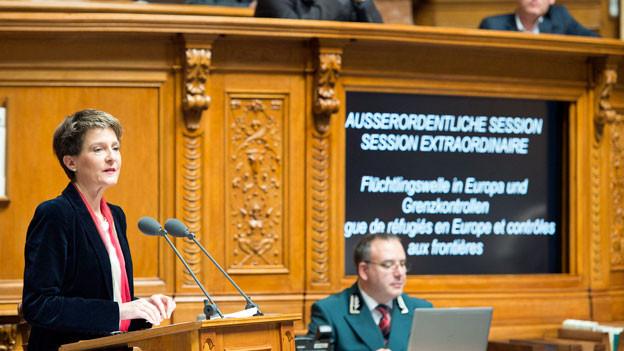 Bundespräsidentin Simonetta Sommaruga an der ausserordentlichen Session zur Flüchtlingswelle in Europa.