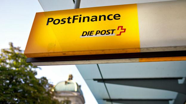 Post-Logo bei der Poststelle beim Bärenplatz in Bern.