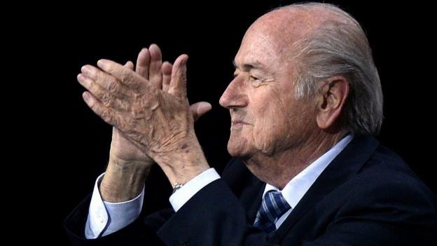 Der wiedergewählte Joseph Blatter gestern im Hallenstadion.