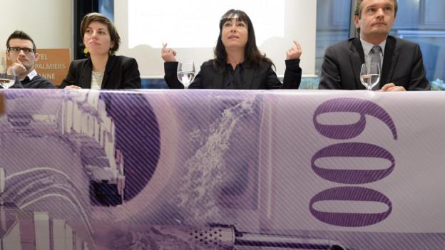 Mitglieder des westschweizer Komitees gegen die 2. Gotthardröhre bei ihrem Auftritt vor den Medien.
