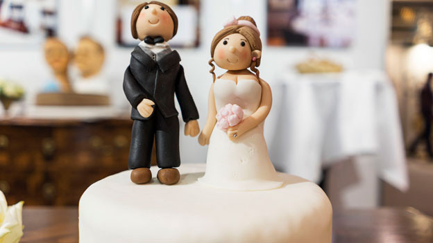 Die Initiative «Ehe und Familie – gegen die Heiratsstrafe» fordert, dass die Ehe gegenüber anderen Lebensformen nicht benachteiligt wird, insbesondere nicht bei den Steuern und den Sozialversicherungen.