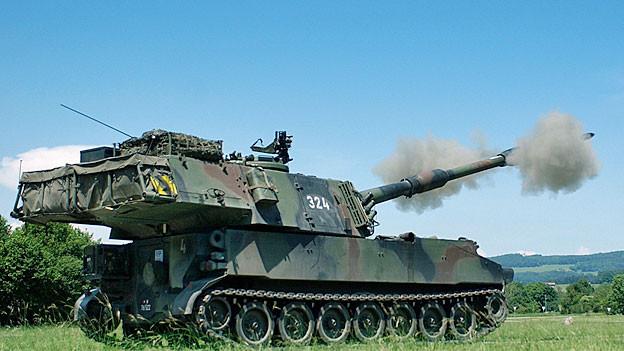 Eine Schweizer Panzerhaubitze M109.