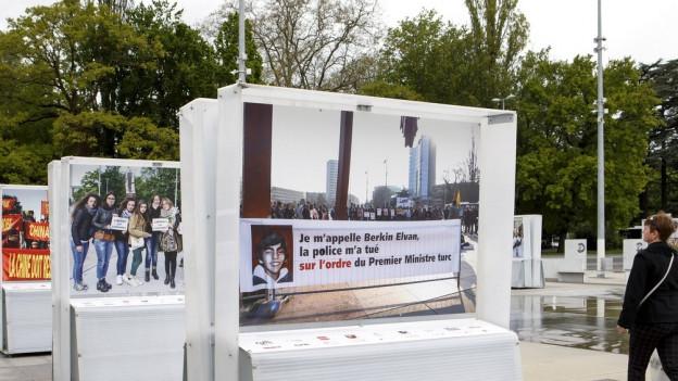 Stein des Anstosses: Foto mit Spruchband gegen Präsident Erdogan.