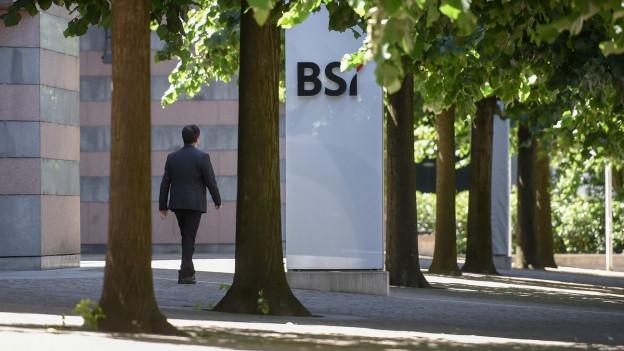Das Logo am Eingang der Tessiner Privatbank BSI in Lugano.