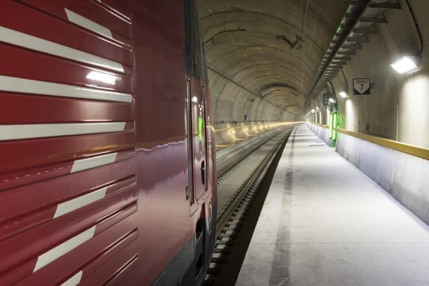 Blick in die Tunnelröhre des Gotthard-Basistunnels