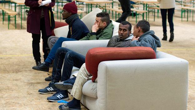 Asylsuchende, hier junge Männer im Bundeszentrum von Thun, bekommen in Zukunft kostenlose Rechtsberatung.