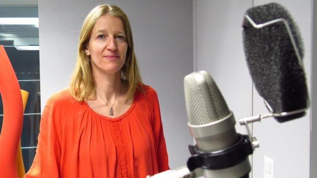 Silvia Steiner von der Präventionsorganisation Sucht Schweiz im Radiostudio Bern.