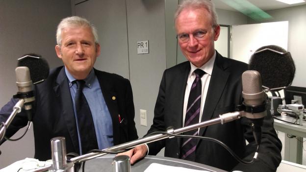 FDP-Nationalrat Hans-Ulrich Bigler (rechts) und SP-Ständerat Hans Stöckli im Radiostudio Bern.