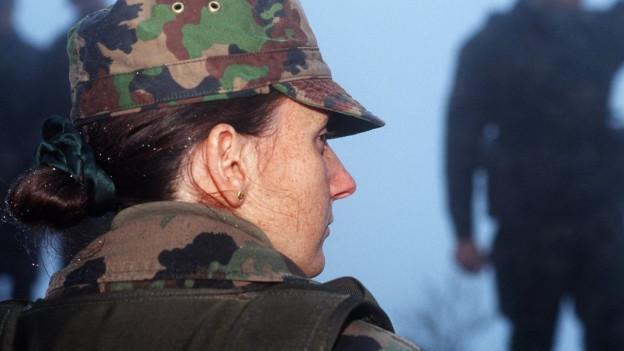 Ein weiblicher Oberleutnant der Schweizer Armee
