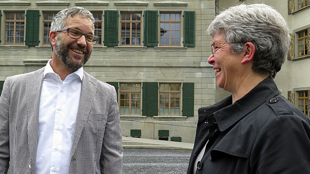der gebürtige US-Amerikaner Jens Weber mit Gemeindepräsidentin Dorothea Altherr.