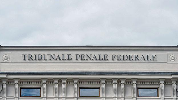 «Tribunale Penale Federale» steht an der Fassade des Bundesstrafgerichts in Bellinzona.