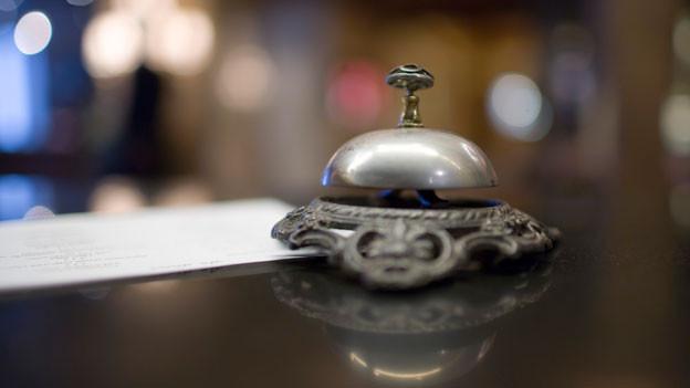 Insgesamt verzeichnete die Schweizer Hotellerie im ersten Halbjahr rund 16,8 Millionen Logiernächte. Das sind knapp 200'000 weniger als in der entsprechenden Vorjahresperiode.