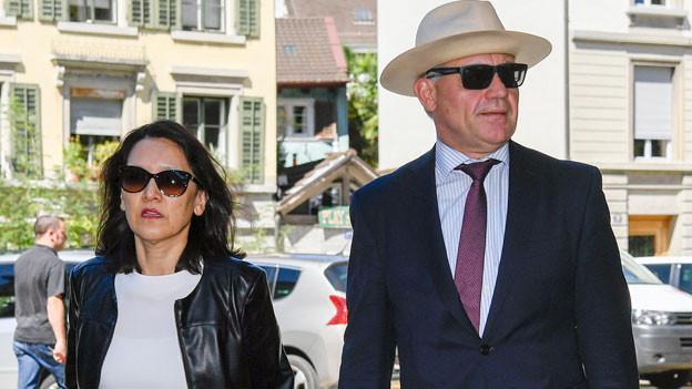 Rudolf Elmer, rechts, mit Rechtsanwältin Ganden Tethong Blattner, vor dem Zürcher Obergericht am 23. August 2016.