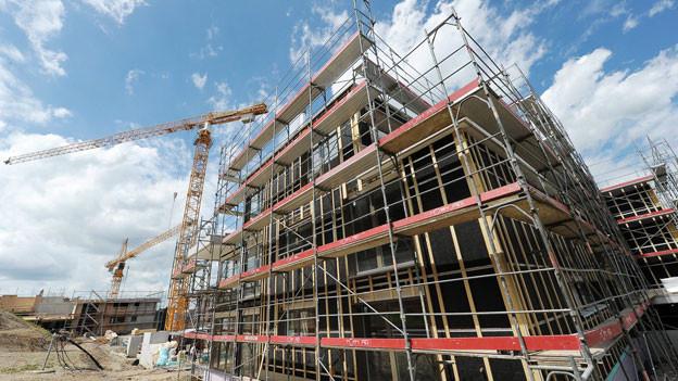 Die Krise ist zwar ausgeblieben, hat aber deutliche Spuren hinterlassen. Relativ gut durch das Jahr gekommen ist überraschenderweise die Baubranche. Den Rückgang in den Berggebieten durch die Zweitwohnungsinitiative konnte sie offenbar kompensieren durch den anhaltend starken Wohnungsbau in den Städten.