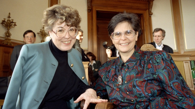 Lilian Uchtenhagen und die frischgewählte Bundesrätin Ruth Dreifuss.
