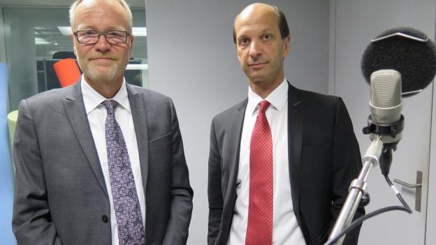 SVP-Nationalrat Hans Egloff (links) und CVP-Ständerat Beat Rieder haben im Radiostudio Bern über die Erdbebenversicherung diskutiert.