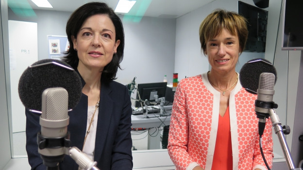Auf dem Bild zu sehen sind die Zürcher FDP-Nationalrätin Regine Sauter und die Aargauer CVP-Nationalrätin Ruth Humbel.