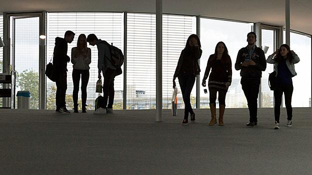 Studentinnen und Studenten an der ETH Lausanne.