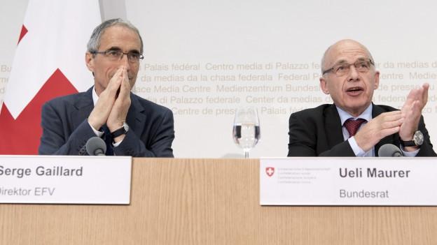 Serge Gaillard (links) neben Bundesrat Ueli Maurer