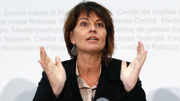 Bundesrätin Doris Leuthard während der Medienkonferenz zur Atomausstiegsinitiative am 11. Oktober 2016 in Bern.