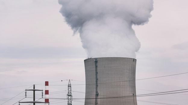 Deutschland budgetiert 60 Milliarden Franken; die Schweiz 3 Milliarden. Geht das auf? Kühlturm des AKW Gösgen.
