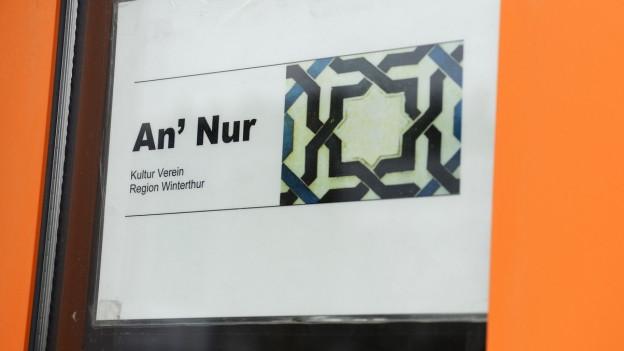 Zu sehen ist der Eingang der An'Nur-Moschee in Winterthur.