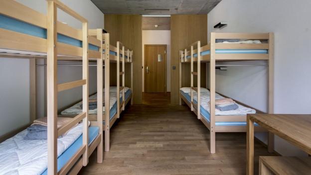 10 Leute in einem Zimmer: Jugendherbergen sind beliebte, günstige Unterkünfte.