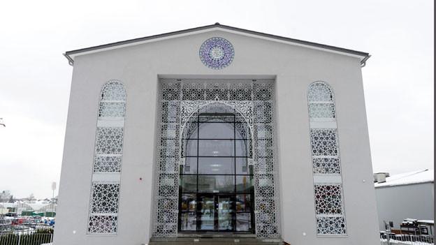 Das Konzept sei übermässig auf die religiöse Erziehung ausgerichtet sei. Arabisch- und Koran-Unterricht nähmen einen zu hohen Stellenwert ein.  Iman Zentrum in Volketswil.