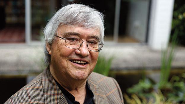 Peter Härtling wurde 1933 in Chemnitz geboren. Er arbeitete als Redakteur und Herausgeber bei Zeitungen und Zeitschriften. Anfang 1967 Cheflektor des S. Fischer Verlages in Frankfurt a.M., dort von 1968 bis 1973 Sprecher der Geschäftsleitung, seitdem freier Schriftsteller.