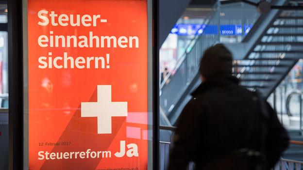 Plakat mit der Botschaft «Steuerreform JA» für die Volksabstimmung vom 12. Februar 2017.