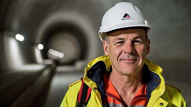 Renzo Simoni posiert im Ceneri-Basistunnel.