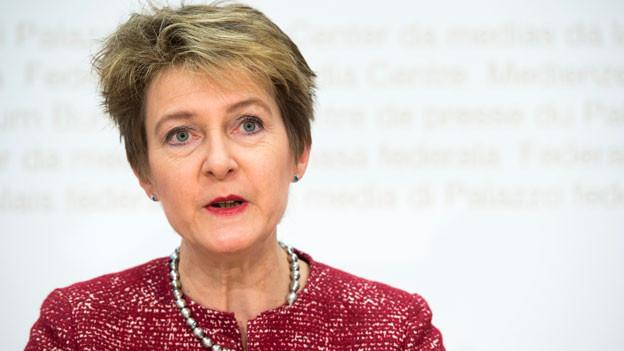 Bundesrätin Simonetta Sommaruga spricht während der Medienkonferenz des Bundesrates, am Sonntag, 12. Februar 2017, in Bern.
