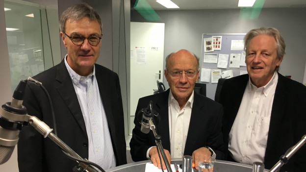 Im Studio stehen v.l.n.r.: Peter Bertschi, Hans Geiger, Thomas Held.