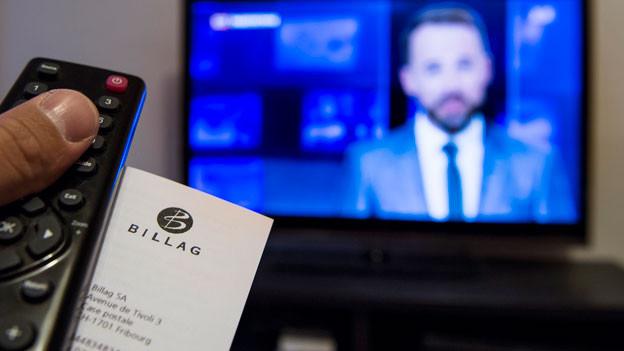 Das Schweizer Volk hatte am 14. Juni 2015 die Revision des Radio- und Fernsehgesetzes hauchdünn angenommen. Sie sieht eine geräteunabhängige Radio- und TV-Abgabe vor, die die bisherige Empfangsgebühr ablösen soll.