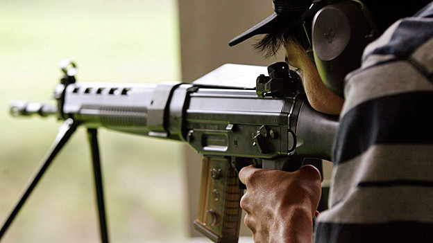 Ein junger Schütze am Zürcher Knabenschiessen.