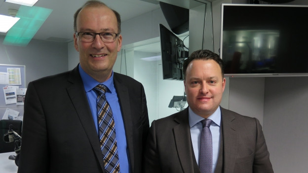 Das Bild aus dem SRF-Radiostudio in Bern zeigt CVP-Nationalrat Markus Ritter und SVP-Nationalrat Sebastian Frehner.
